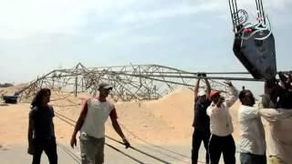 بالفيديو والصور.. محافظ قنا يتفقد أبراج الكهرباء المنهارة