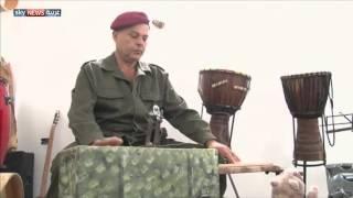 تونسي يحول أدوات حرب إلى آلات موسيقى