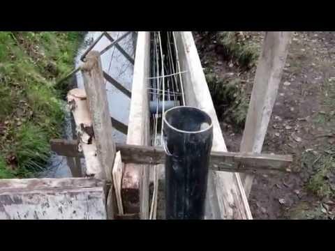 Как поставить столбы для забора на болотистой местности