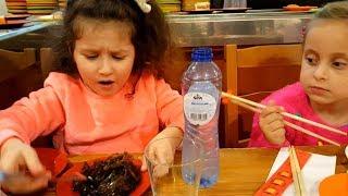 ЧЕЛЛЕНЖ Дети пробуют китайскую еду! Едим ВОДОРОСЛИ и ЖЕЛЕ палочками! Кто сможет попробовать всё?!
