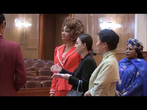 Madame Chantal BIYA visite le Grand Palais du Peuple à Beijing