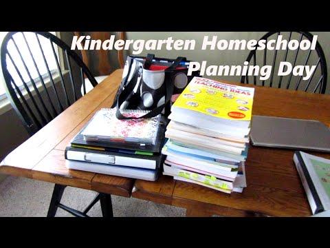 Kindergarten Homeschool Planning Day {Daily Vlog}