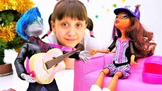 Игры для девочек про новый год: Новогодние подарки от Монстер Хай. Маленькая девочка и Куклы