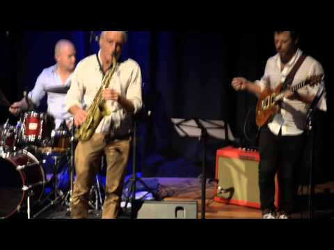 Leigh Carriage 'Stolen Moments'  live Byron Bay Theatre