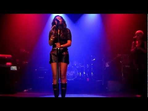Melanie Fiona Performs