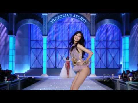 The Victoria's Secret Fashion Show 2011. | PART 1: BALLET.