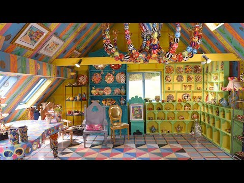 woman-can't-sell-her-colourful-house