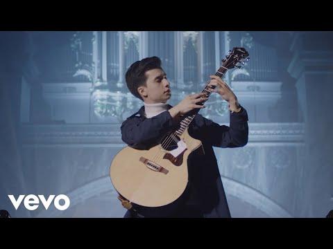 Marcin Patrzałek - Moonlight Sonata on One Guitar