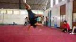 Break Dance air track Bboy Pepebreaker