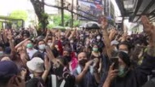Young Thai protesters back on Bangkok's streets