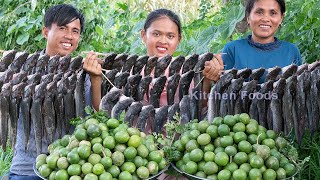Cooking Crushed Feroniella Lucida Fruit Spicy Chilli Garlic & Clarias Batrachus Fish  Donation Food