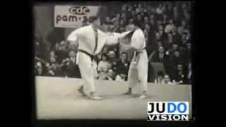 JUDO 1961 World Championships: Koji Sone 曽根 康治 (JPN) - Anton Geesink (NED)