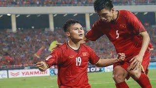 Xem Tuấn Anh và Quang Hải trình diễn kĩ năng tâng bóng