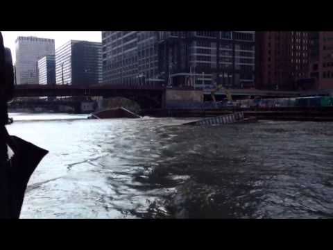 Construction barge sinks on Chicago River