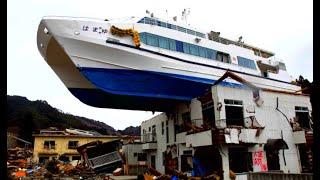 Top 10 Large Powerful Tsunami and Destructive Waves Crashing Ships and Cars