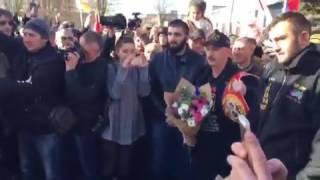 Мурата Гассиева торжественно встречают в аэропорту Беслана