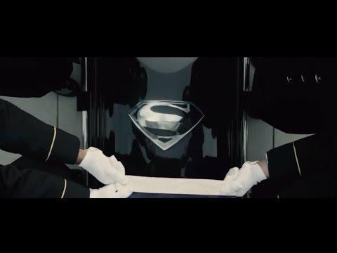 Скачать фильм Бэтмен против Супермена: На заре