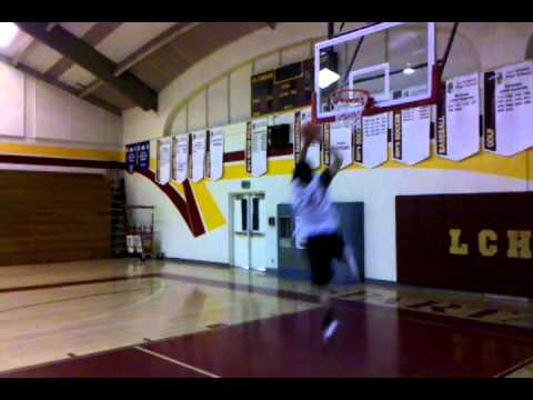 Aram dunks at royal sport palace