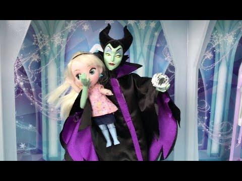¡Elsa vs la Maléfica! ¡La Elsa pequeña de Frozen es secuestrada por la Maléfica! En Español