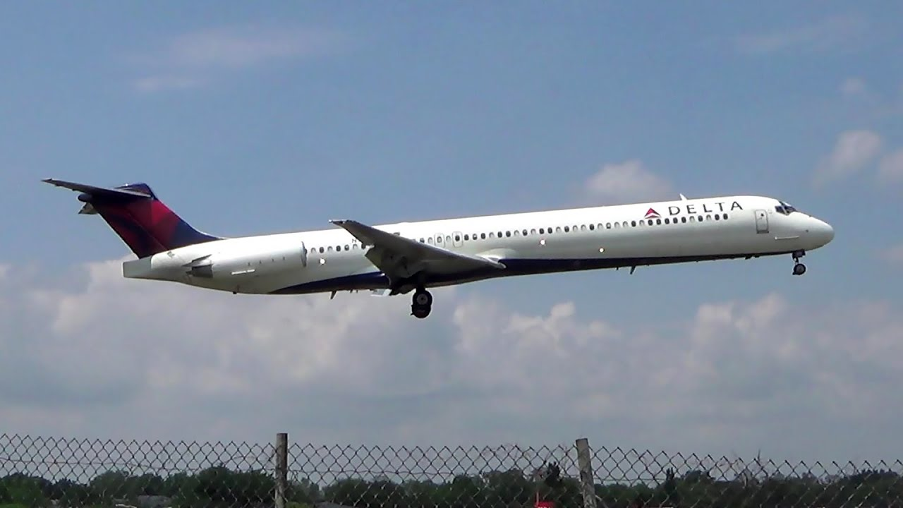 Delta Airlines Mcdonnell Douglas Md 88 Hard Landing At Laguardia Airport