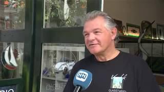 Haarlemse burgemeester zwemt sponsortocht zij-aan-zij met agent na bedreiging