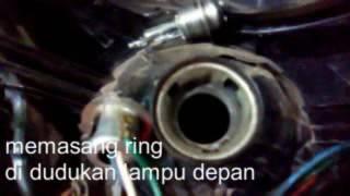 Video PASANG RING DI DUDUKAN BOHLAM LAMPU DEPAN SEPEDA MOTOR download MP3, 3GP, MP4, WEBM, AVI, FLV Mei 2018