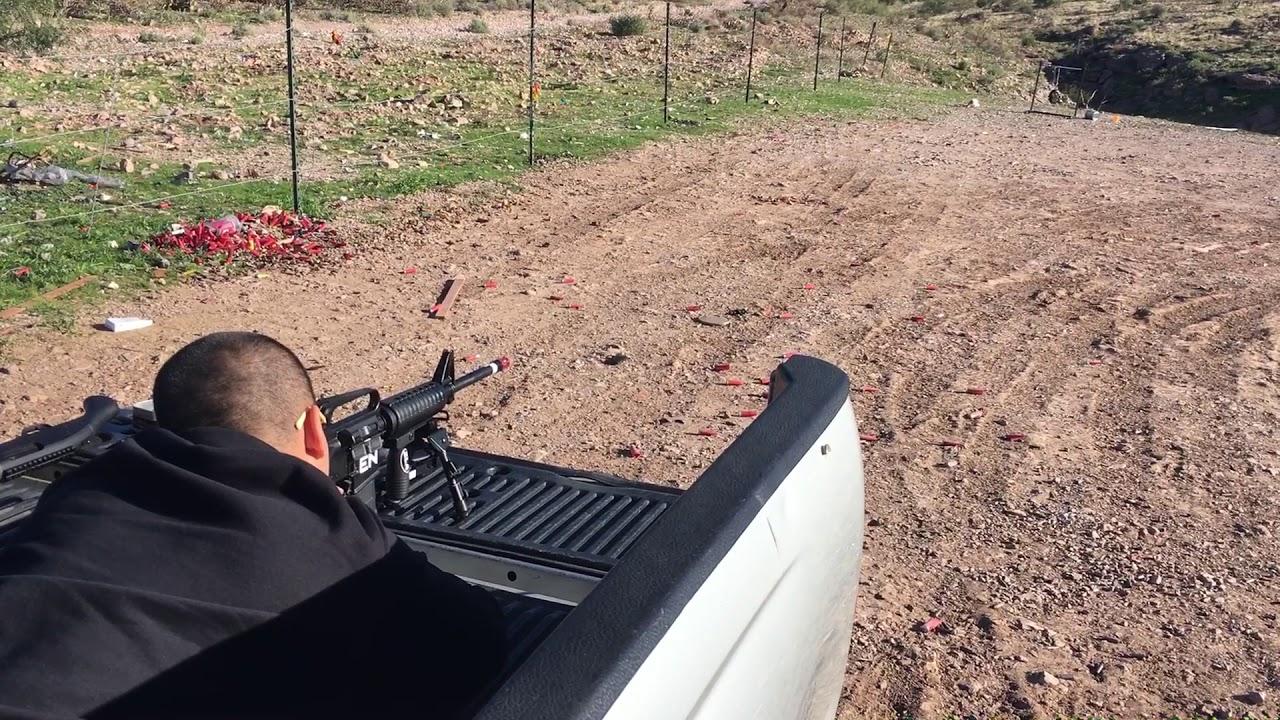 Vài cú headshots ở cự ly 50m bằng cây M4 nhái