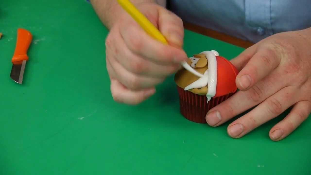 Paul Bradford Cake Decorating