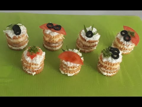 Закусочные мини-тортики из крекеров. Закуска из крекеров.