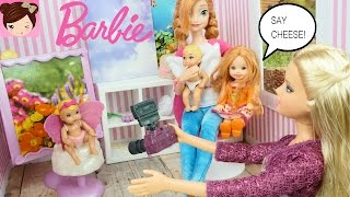 Frozen Anna Takes her Twin Babies to Take Pictures with Barbie Photographer - Titi Toys