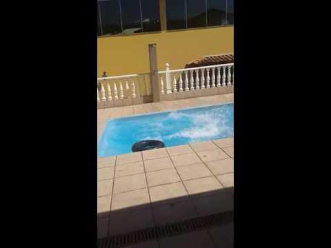 De barriga na piscina