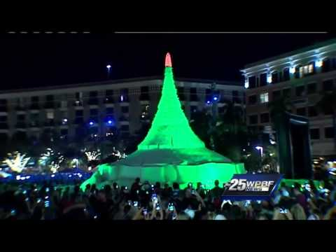 Giant sand Christmas tree lights up West Palm Beach