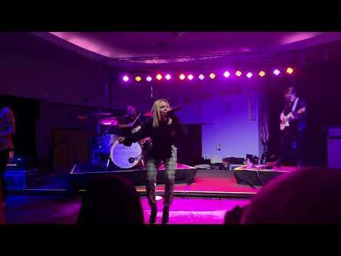 Goodbye Summer - Danielle Bradbery Manhattan, KS 11/26/2018