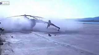مروحية تصطدم ببناء مطار بعد هبوطها!