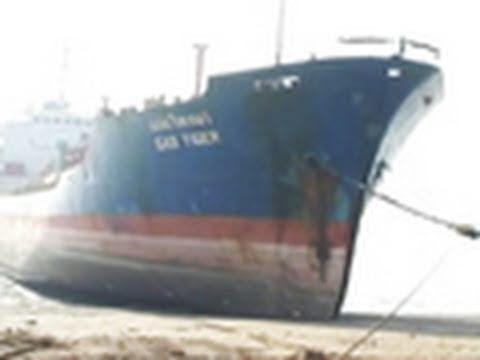 world s biggest ship breaking yard youtube