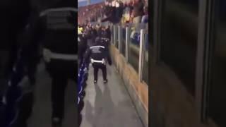 Lazio - Roma 2016.12.04. | policeman sing with Roma fans
