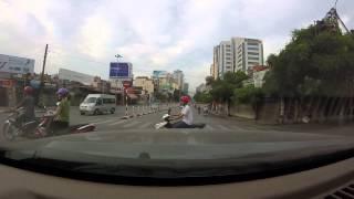 Vượt đèn đỏ ngã tư Giảng Võ, Hà Nội