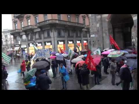 Milano: lavoratori Camera di commercio manifestano contro riforma Madia