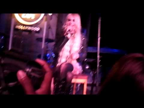 Pretty Reckless - Zombie @ The Hard Rock Cafe