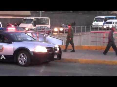 Choca con taxi y cae de Ejército a Periférico