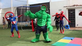 Super heroes Bailando Uptown Funk