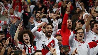 شاهد: جماهير ريفر بليت الأرجنتيني تشعل مدريد احتفالاً بالفوز على بوكا جونيورز…