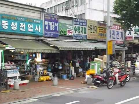Seoul, South Korea: Insadong and the tradicional merchant alleys