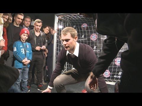 """FC Bayern München: Spaßvogel """"Franck Ribéry"""" schießt """"Manuel Neuer"""" ab (11.12.2013)"""