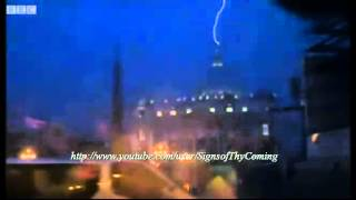 Petrus Romanus Rising : Lightning falls from Heaven striking St. Peters Basilica (Feb 12, 2013)