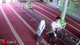 Download Video 2 sejoli terekam kamera cctv di tempat sepi sedang..... MP3 3GP MP4