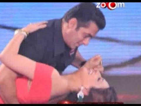 Salman Khan & Sonali Bendre dance together...