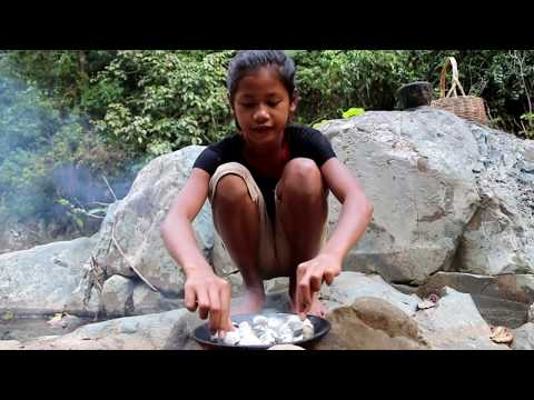 Survival skills: Shell grilled on the clay for food - Cook shell eating delicious #40