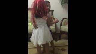 Esila ve ECRiN dans ediyor