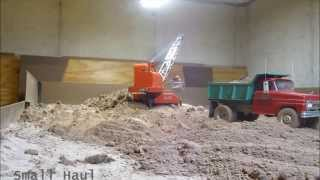 rc doepke dragline loading the old tonka dump truck